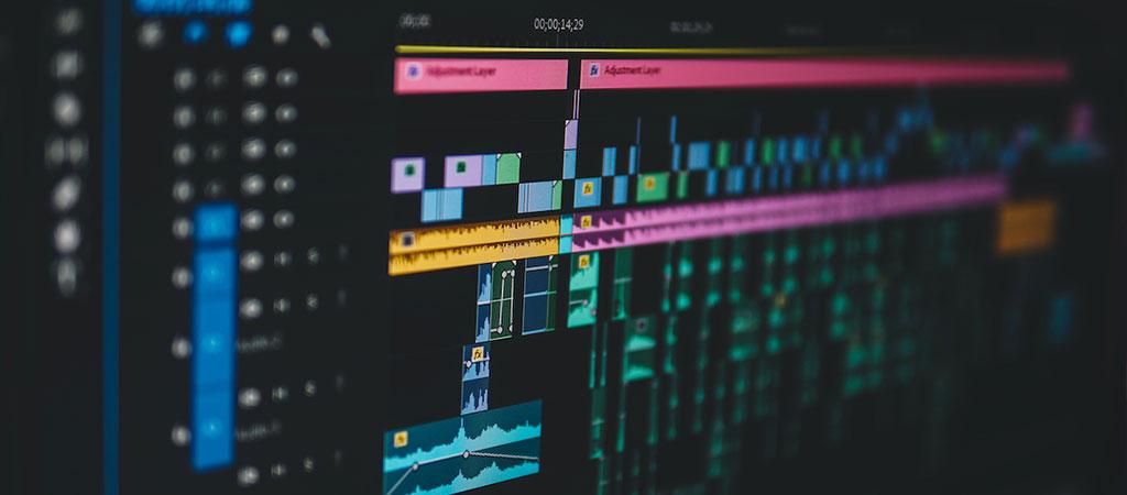 مونتاژ و تدوین به اشتباه در اکثر منابع هم معنی تعریف شدهاند .در صورتیکه هم از نظر واژهشناسی و هم از نظر کاربرد در سینما معانی و کاربردهای متفاوتی دارند.